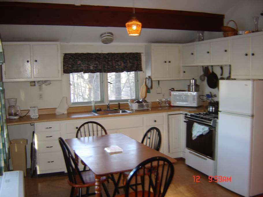 Small fully equipped kitchen.