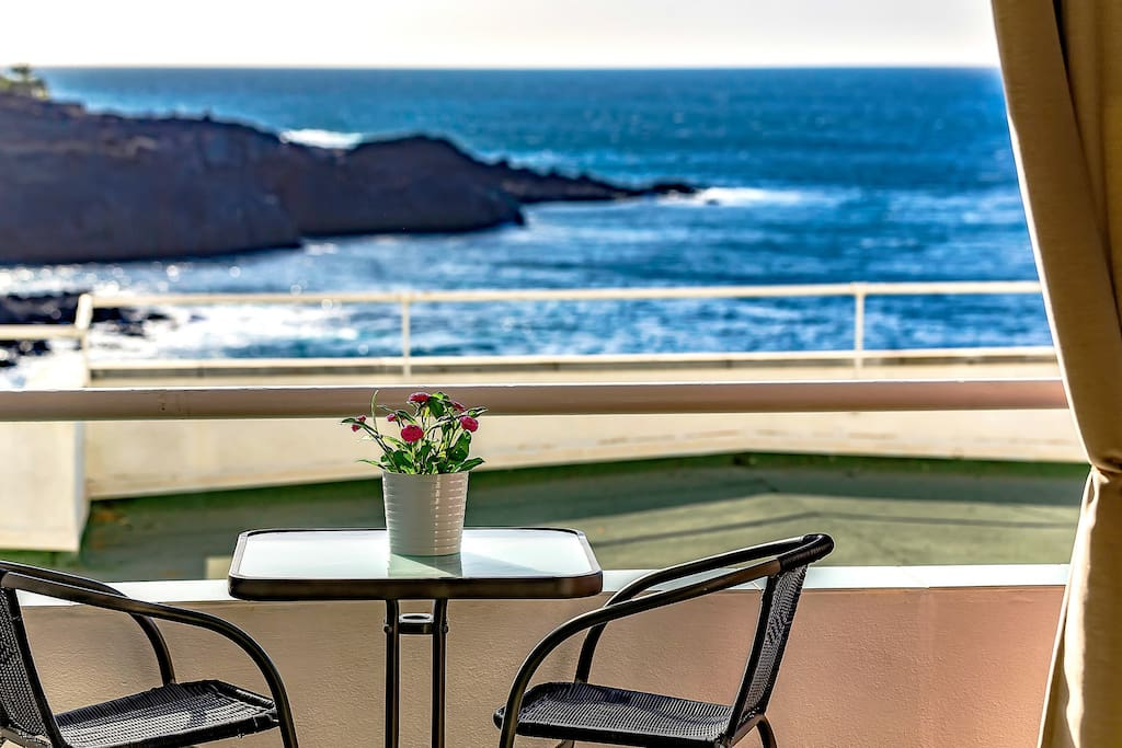 Balcony with amazing view to the Ocean