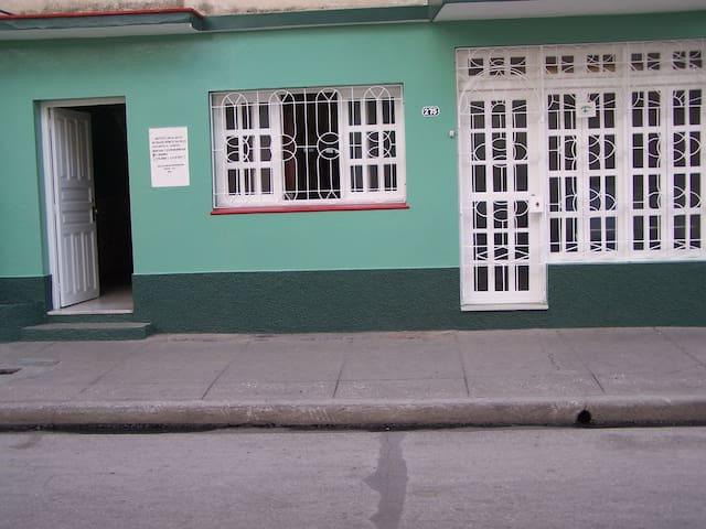"""Casa """"Bretones"""", José Luis y Amarilis - Bayamo - บ้าน"""