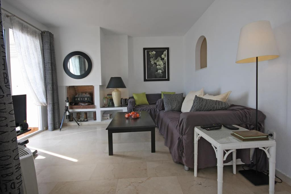 Lounge with seating for four - Internet access and British/Spanish tv provided