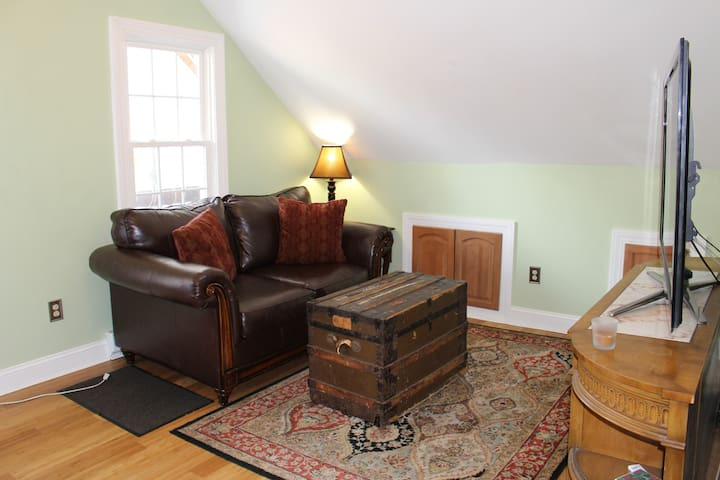 TASTEFULLY REMODELED APT - Torrington - Flat