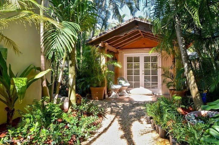 Charming guest house near downtown WPB