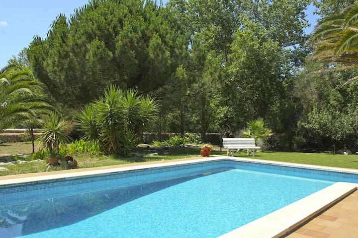 Villa with pool, garden and WIFI located 6 km from the sea in La Argentina