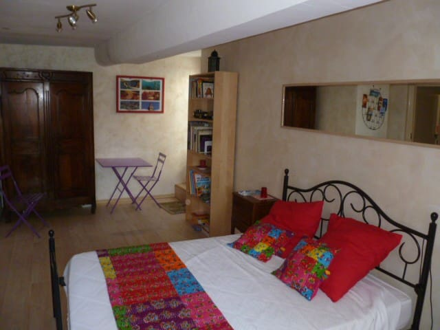La chambre d'Opoul - Opoul - Bed & Breakfast