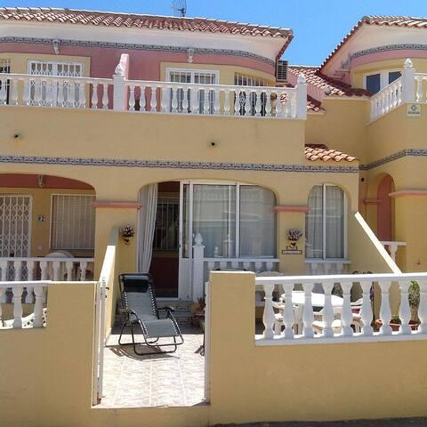 2 bedroom house, aircon, gated, Costa Blanca South - Orihuela - Casa