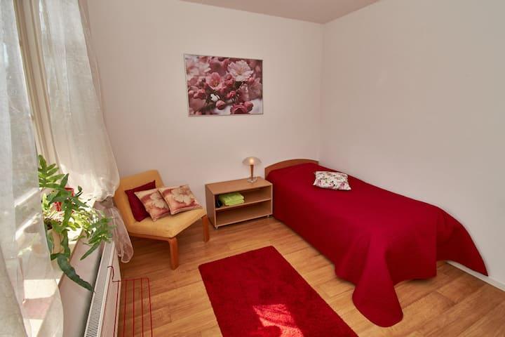 gezellige kamer in dorpvilla (max. 1 pers)