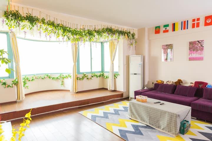 爲你留灯精品青年旅舍(客厅可以俯瞰整个西北湖,同类型锦江之星标价1000多)