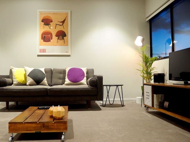 *NEW 2 BR Apt - City of Melbourne to Surf Coast.