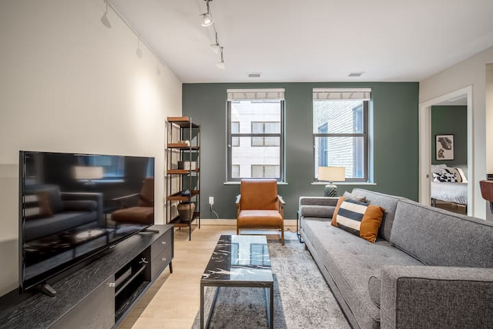 Chic Downtown 1BR w/ Gym, Security 24/7, near nightlife by Blueground