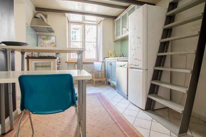 Loft apartment at royal street -comfy and bright