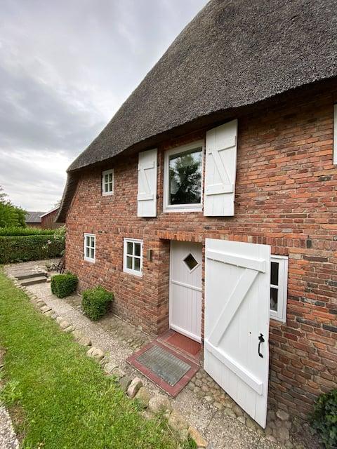 Wohnen unter Reet in einem Haus aus dem Jahre 1856