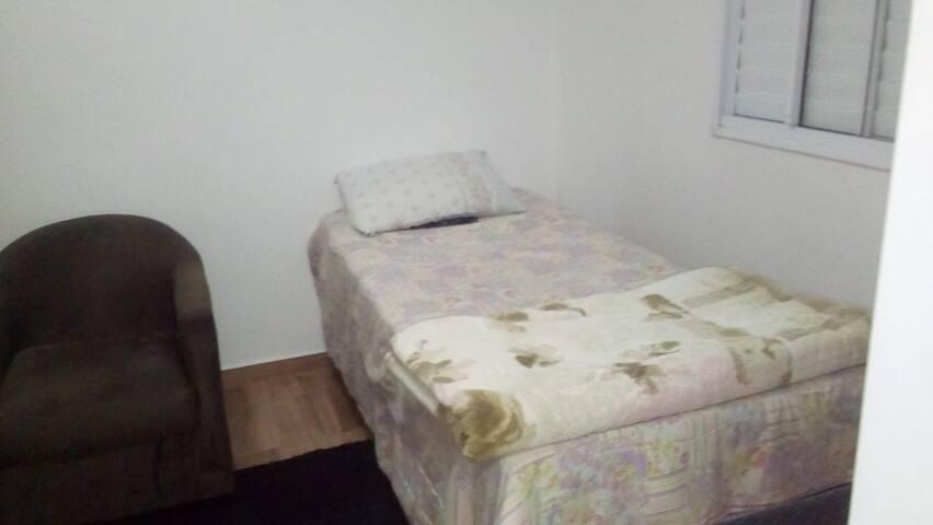 Suite confortavel e bem localizada