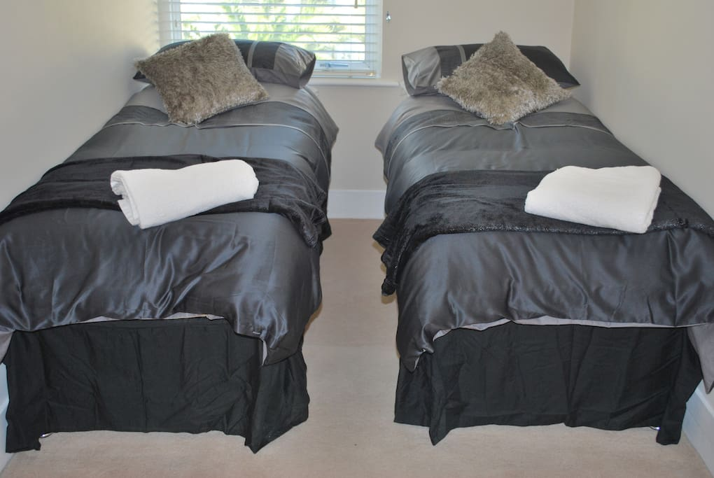 Bedroom 2 single beds or linked double bed