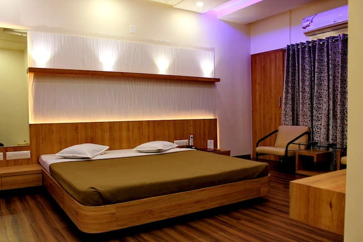 STAY FOR KUBER PALACE