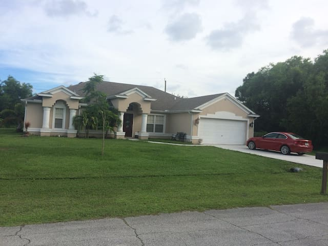 Big Newer House Close To BASEBALL and Everything - Port St Lucie - Casa