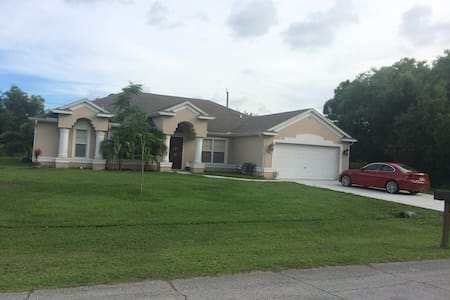 Big Newer House Close To BASEBALL and Everything - Port St Lucie
