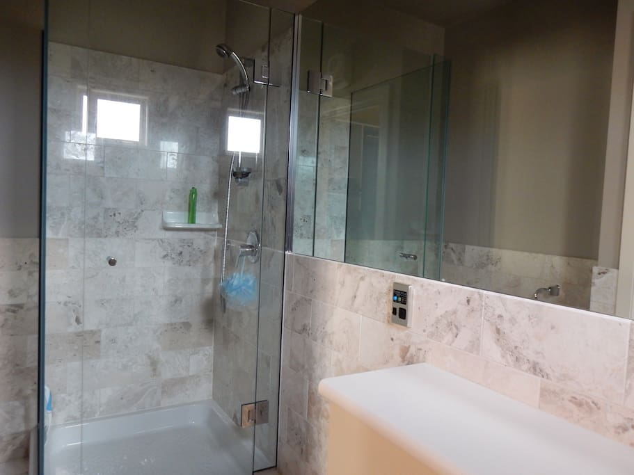 Ensuite bathroom for Twin Room