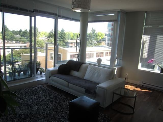 Bright Modern room queen bed - Vancouver - Apartamento