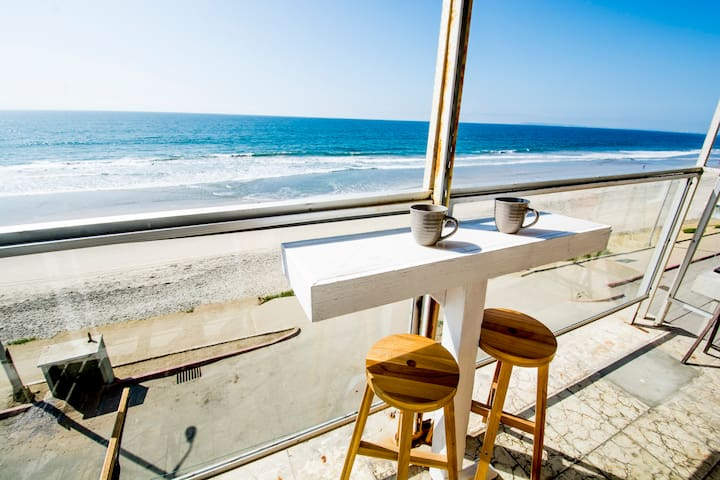 Cozy BEACHFRONT 1 Bdr Apt