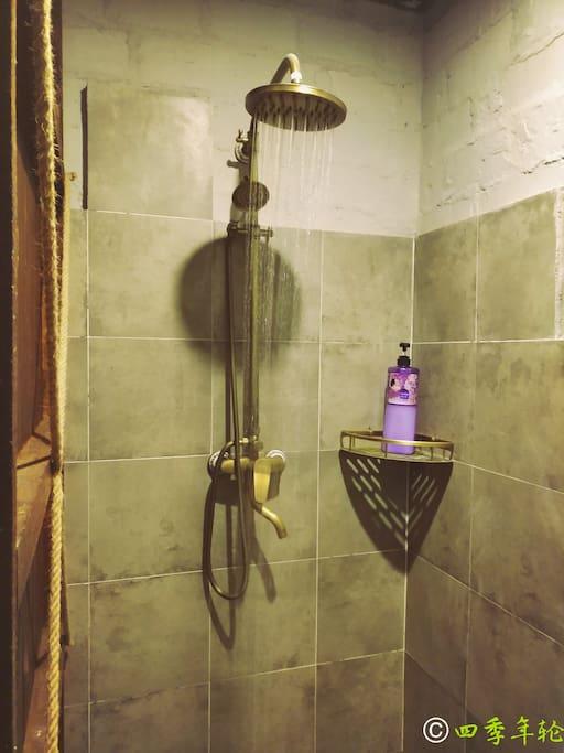 标准间浴室