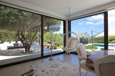 OFFER: STUNNING EXCLUSIVE DESIGN VILLA IN IBIZA - Santa Eulària des Riu - Villa