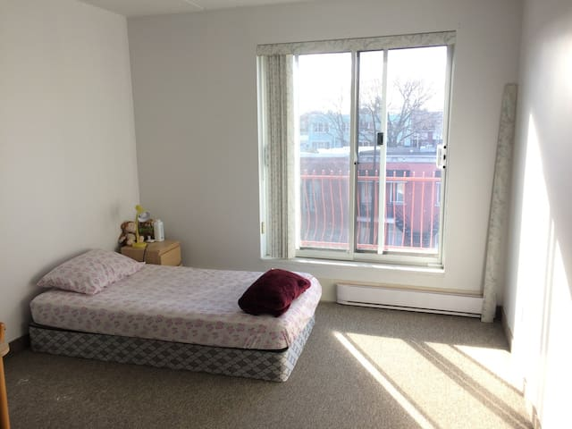 Large and sunny studio, 4 minutes from the metro
