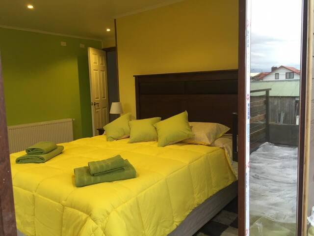 HOSTAL SHEUEN - HABITACION MATRIMONIAL BAÑO/COMPAR - Puerto Natales - Bed & Breakfast