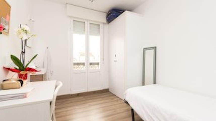 Habitación ideal estudiantes femeninos - Madrid - House