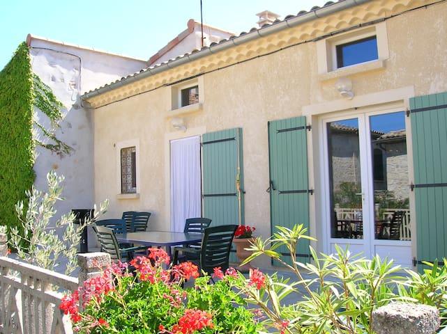 Belle maison dans village de charme - Saint-Andéol-de-Berg - Huis