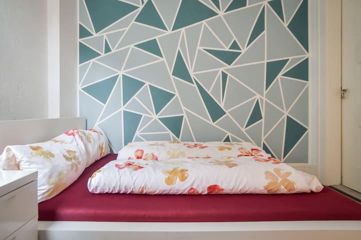 Zimmer in 3er WG Marienplatz 10 min zur Stadtmitte - Stuttgart - Apartemen
