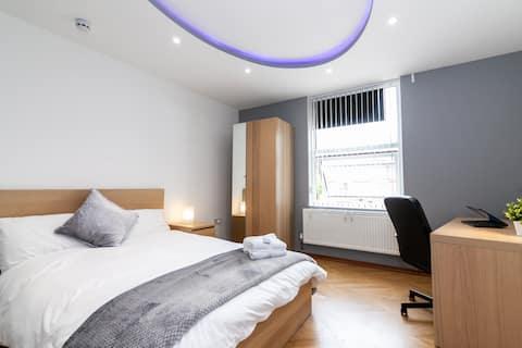 Modernly elegant spacious room - Heart of Leeds 2