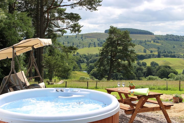 Cosy cottage for two on beautiful hillside setting - Crieff - Hus