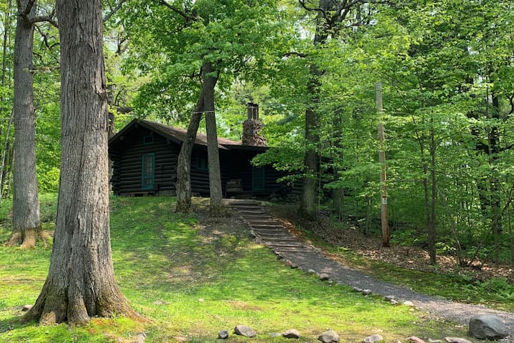 Hunt Hill's Rustic Log Cabin
