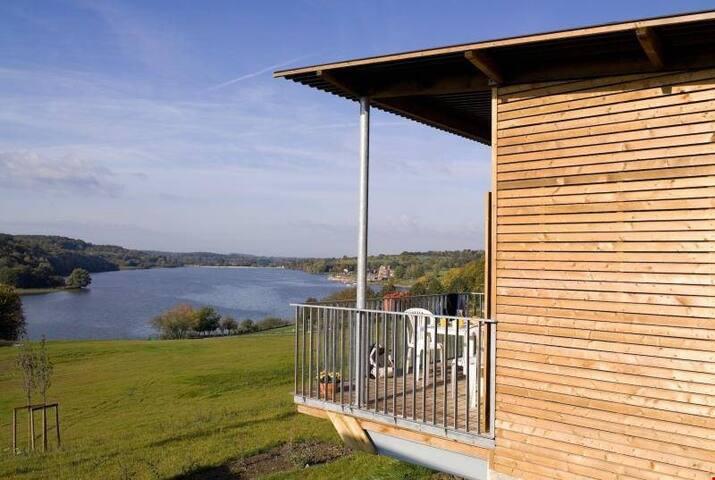 Cottage cosy, lumineux et traditionnel près du lac | Terrasse privée!