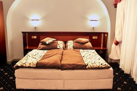 Zanzi Bar Apartmán Humpolec - Humpolec - Apartment-Hotel