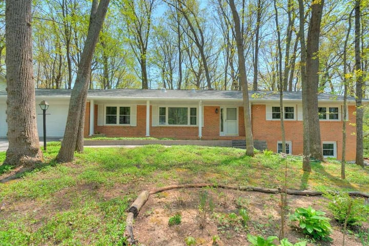 Stylish two BR in Blacksburg home close to VT