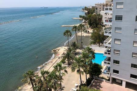 Luxury apartment straight on the beachfront