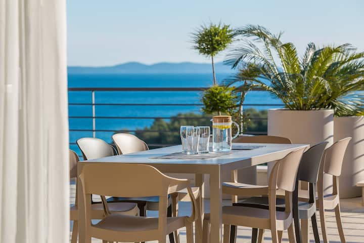 EARLY BOOKING DISCOUNT! LUXURY VILLA WITH POOL!