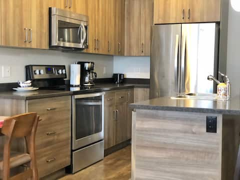 Entire place - 4 bed, 2 bath, sleeps 12, central