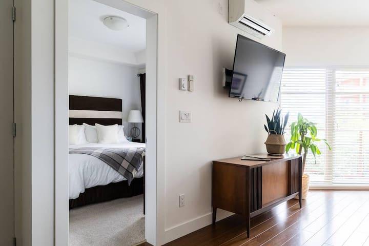 Resort Living w/hottub,gym,sauna, steam,wineries