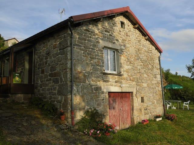 Cottage closed to a farm - Valcivières - Hus