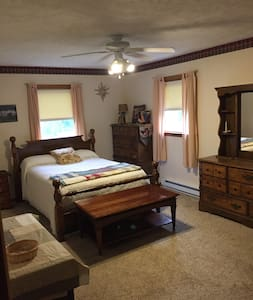 Verona country single bedroom Allen's Empty Nest