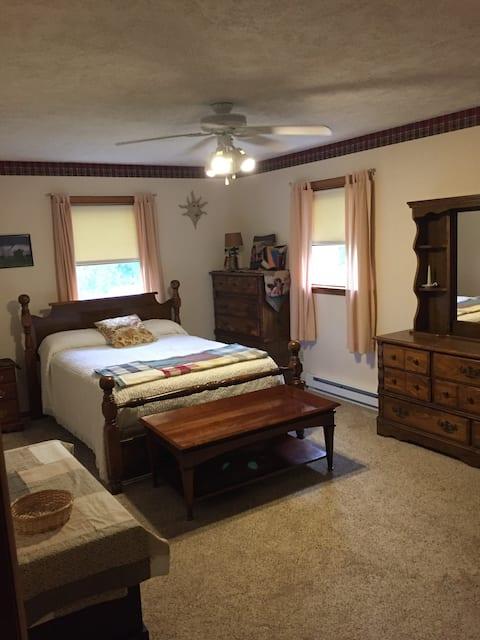Verona country single bedroom Allen's Empty Nest