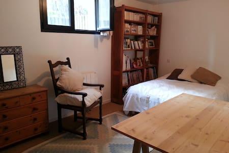 Chambre spatieuse dans une maison - Garches - Αρχοντικό