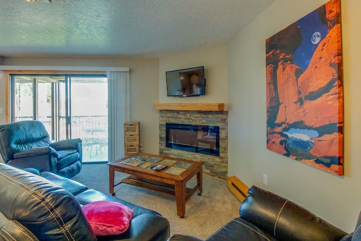 Waterfront condo w/ shared pool, hot tub, patio, & terrific lake views