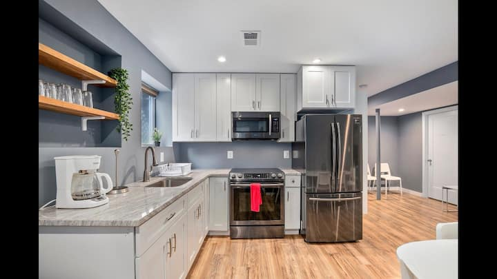 Luxurious & newly renovated 3BR/2Ba with parking!