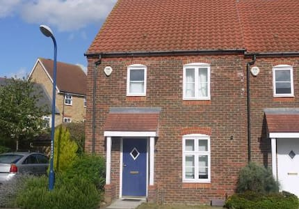 Room with Parking near Maidstone Hospital - Maidstone - Rumah