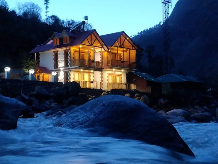 Offbeat Abodes @Tirthan Valley River Side Room 102