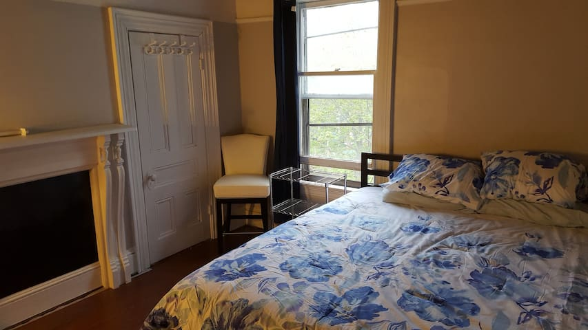 Central Location, Close to Downtown, King Bed