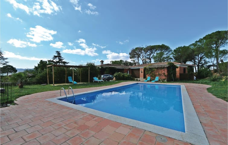 Holiday cottage with 4 bedrooms on 242 m² in Santa Cristina d'Aro